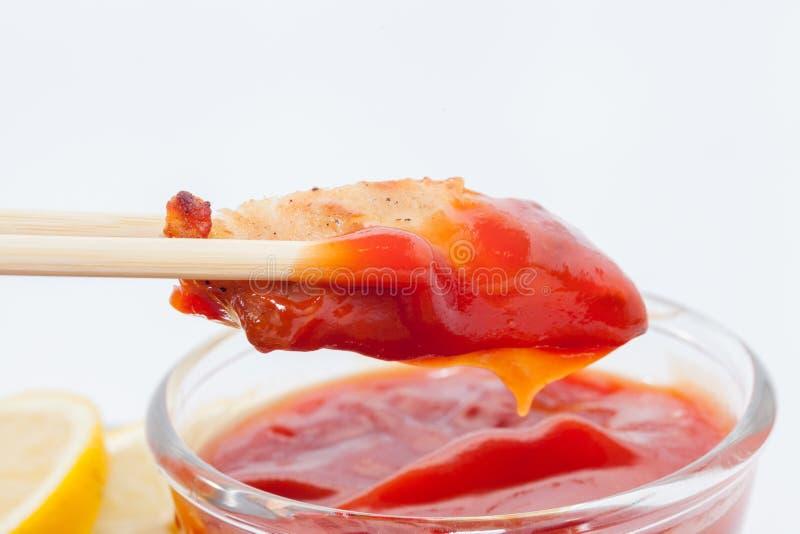 Палочка и куриная грудка с соусом стоковые фотографии rf