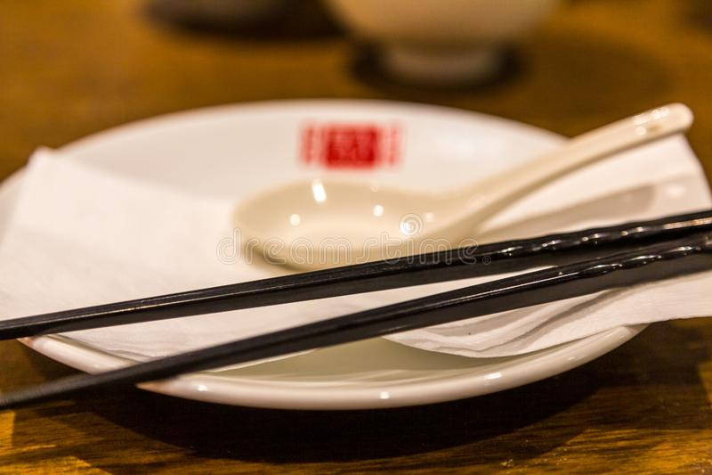 Палочки на китайском обслуживании стоковые фото
