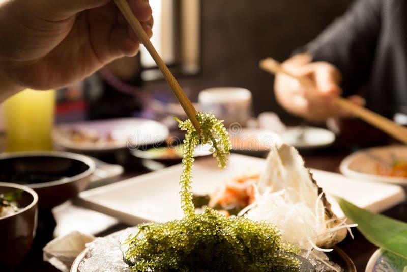 Палочки с виноградинами морской водоросли или моря Umi-budou зеленеют икру стоковые изображения