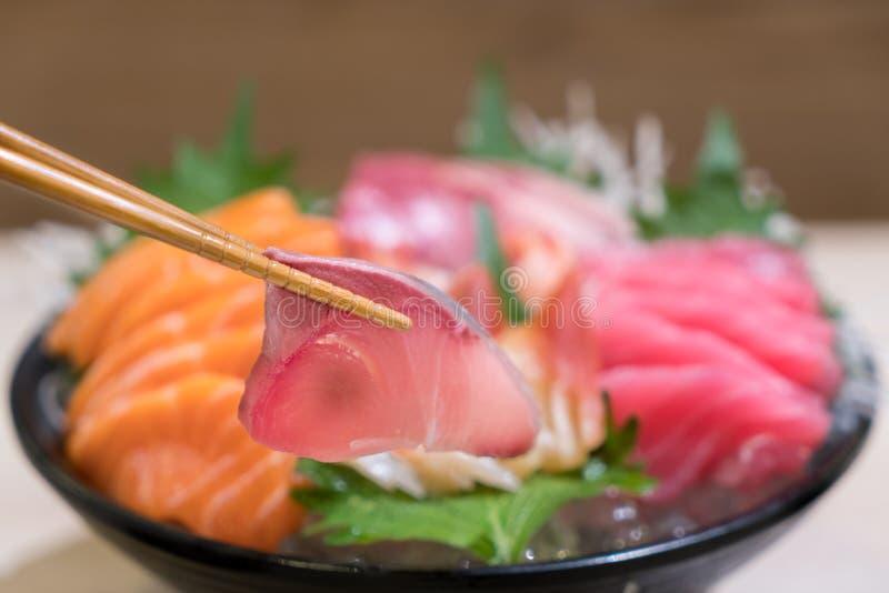 Палочки с сасими Hamachi с смешанным отрезанным сасими o рыб стоковая фотография rf