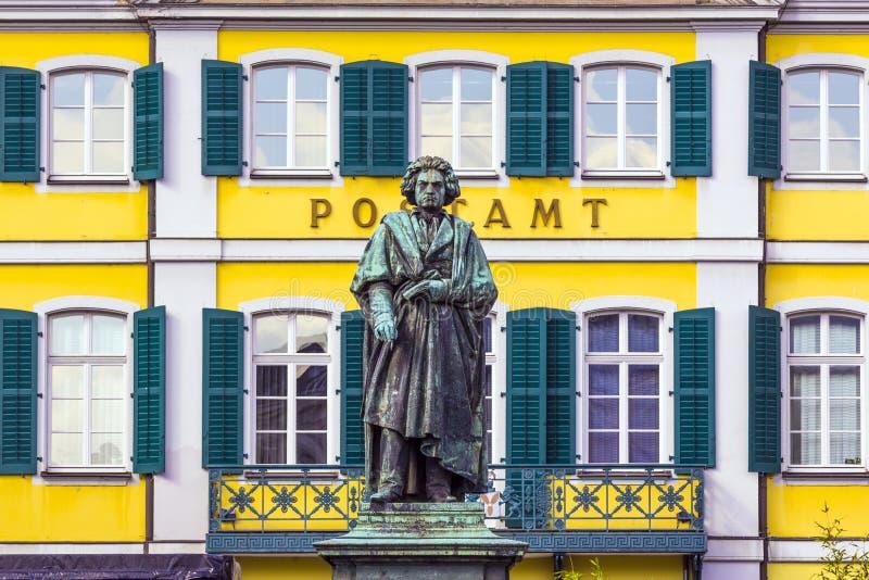 Памятник Бетховен дальше стоковые фотографии rf