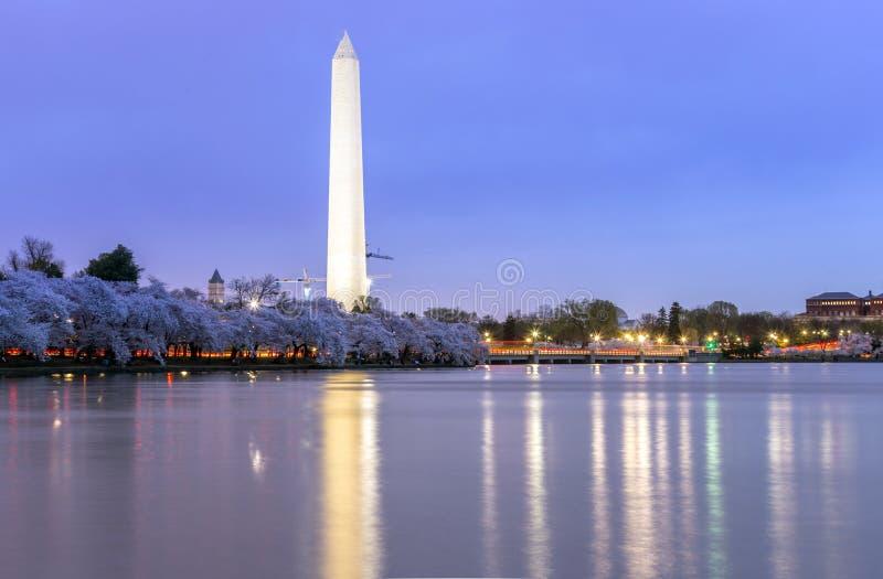 Памятник Вашингтона на DC сумрака стоковые изображения rf