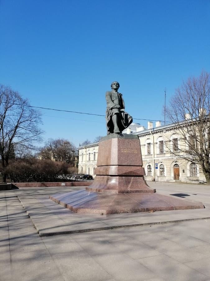Памятник выдающему русскому ученому Mikhail Lomonosov стоковые фото