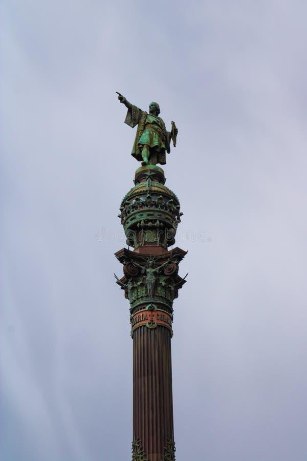 Памятник в Барселоне с серым небом на предпосылке - изображение Christopher Columbus стоковое фото rf