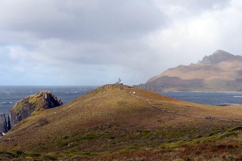 Памятник в форме альбатроса был установлен на остров Gorne в честь матросов которые умерли пока пробующ к r стоковое изображение