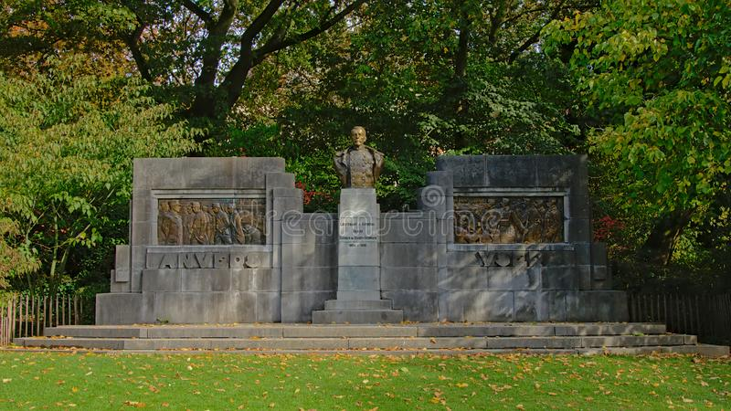 Памятник генерал-лейтенанту Émile Dossin de Свят-Georges стоковые фотографии rf