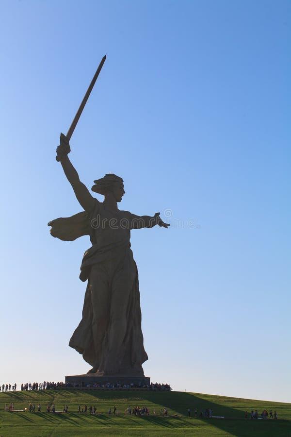 Памятник звонки родины Mamaev Kurgan в Волгограде стоковое фото