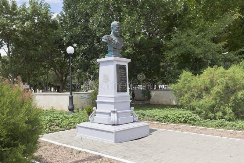 Памятник императору Николас II на обваловке Tereshkova внутри стоковое фото rf