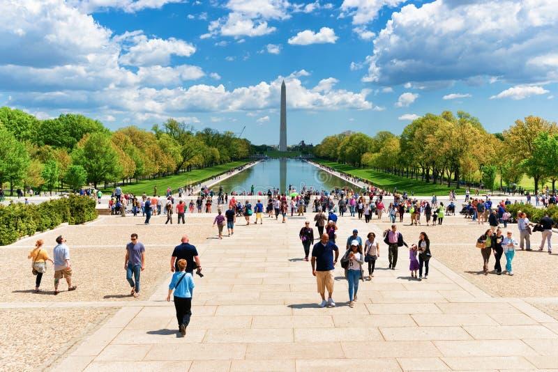 Памятник и бассейн Вашингтона в национальном DC Вашингтона торгового центра стоковое фото rf