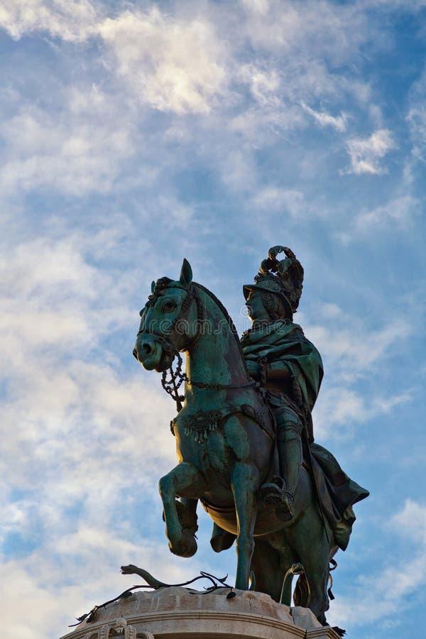 Памятник короля Надевать Хосе, человека верхом Квадрат коммерции в Лиссабоне r стоковые фото