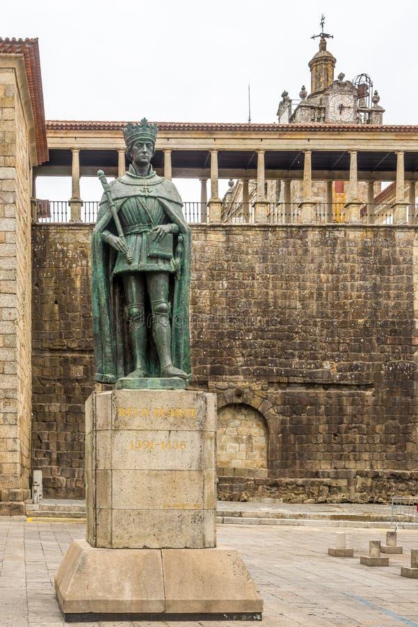 Памятник короля Dom Duarte в Viseu - Португалии стоковые изображения rf