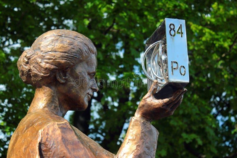 Памятник Кюри Мари Sklodowska в Варшаве, Польше стоковое фото