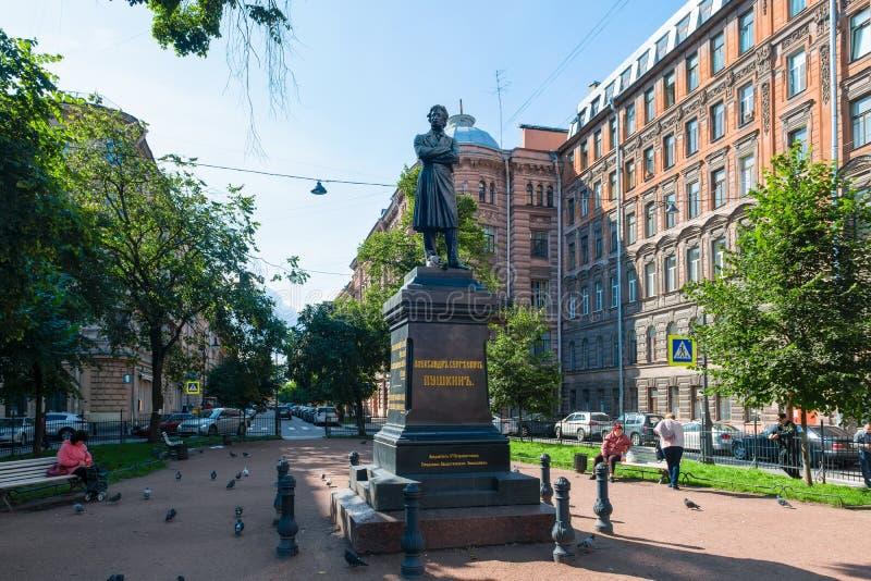 Памятник к большому русскому писателю Александру Sergeevich Pushkin стоковое изображение rf