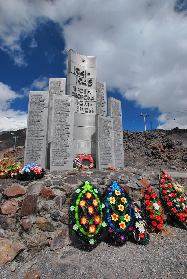Памятник к героям обороны Elbrus стоковая фотография rf