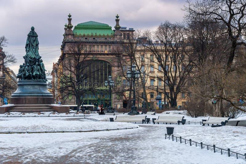Памятник к Екатерине Великой стоковая фотография rf