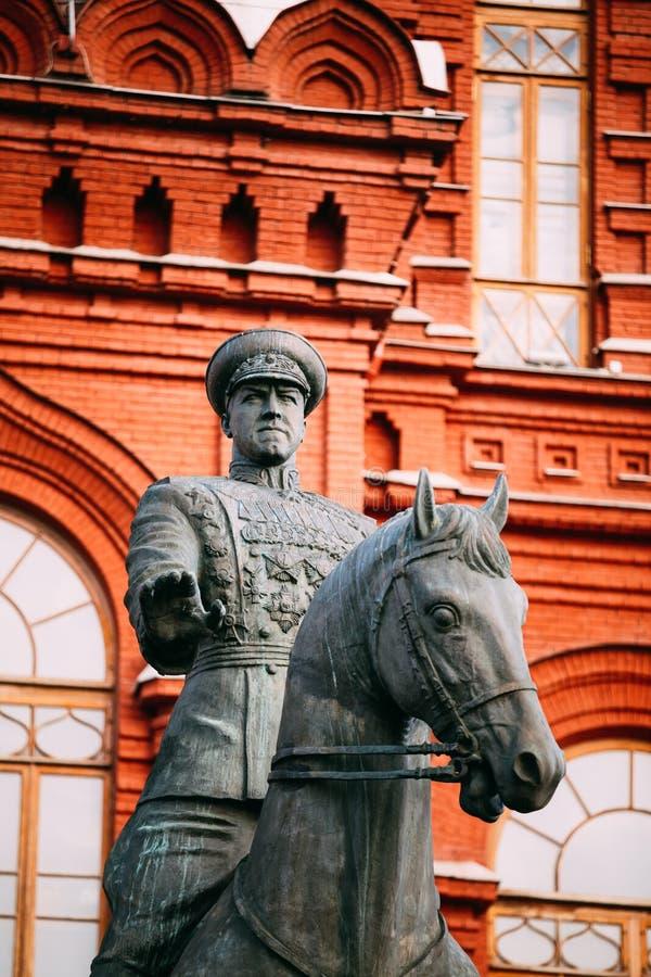 Памятник к маршалу Georgy Zhukov на красной площади внутри стоковые изображения