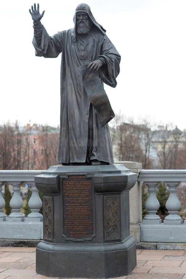 Памятник к патриарх Hermogen, комплексу собора Христоса спаситель, Москва, Россия стоковые изображения