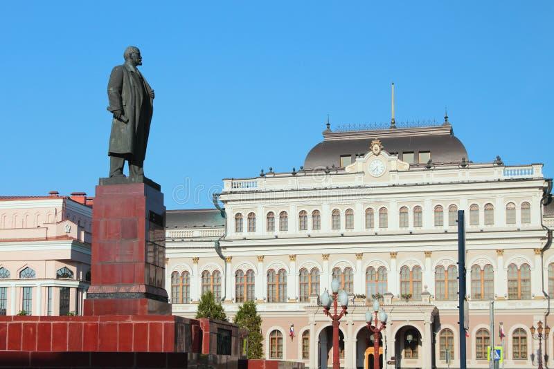 Памятник к ратуше Ленина и города kazan Россия стоковые изображения rf