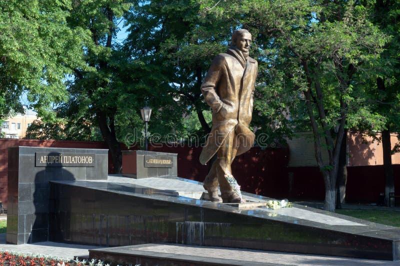 Памятник к русскому писателю Andrei Platonov в городе Воронежа стоковая фотография rf