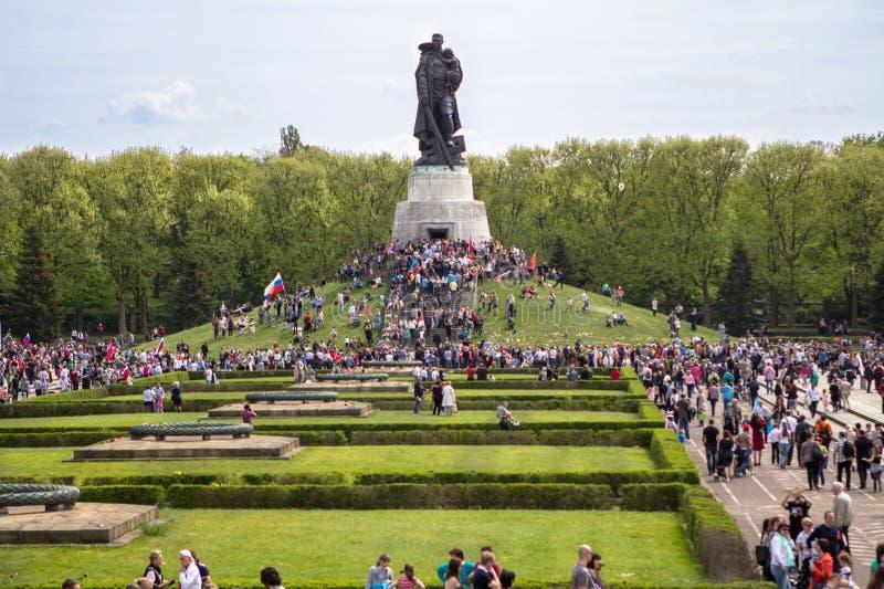 Памятник к советскому солдату в Берлине на день победы, Germa стоковое изображение
