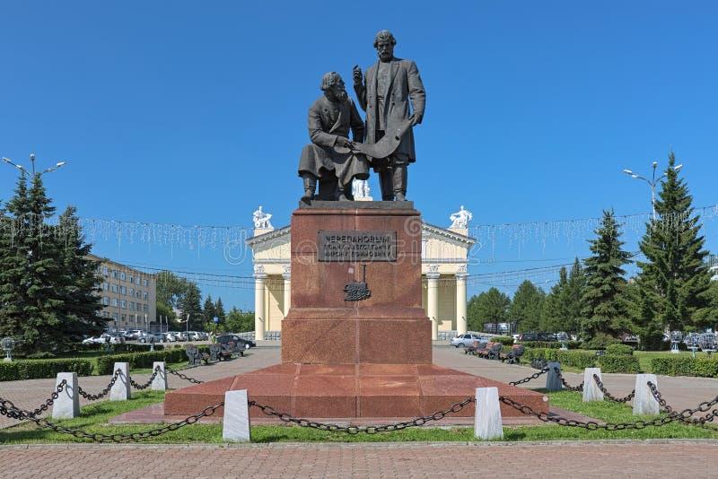 Памятник к Yefim и Miron Cherepanov в Nizhny Tagil, России стоковые фотографии rf