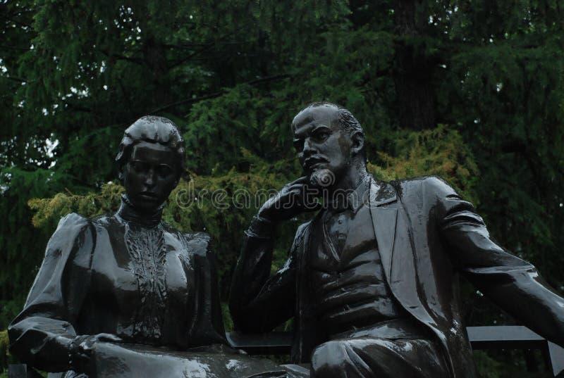 Памятник Ленин и Krupskaya стоковые изображения rf