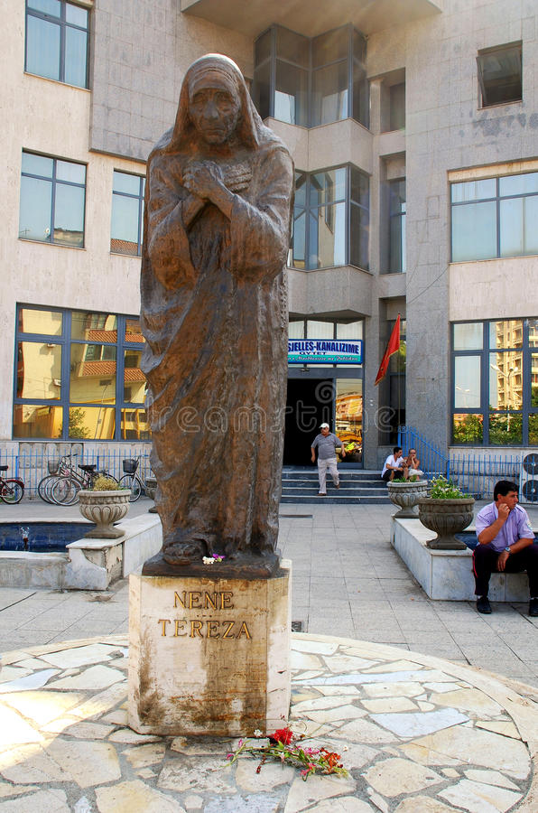 Памятник матери Тереза в Shkoder, Албании стоковое фото