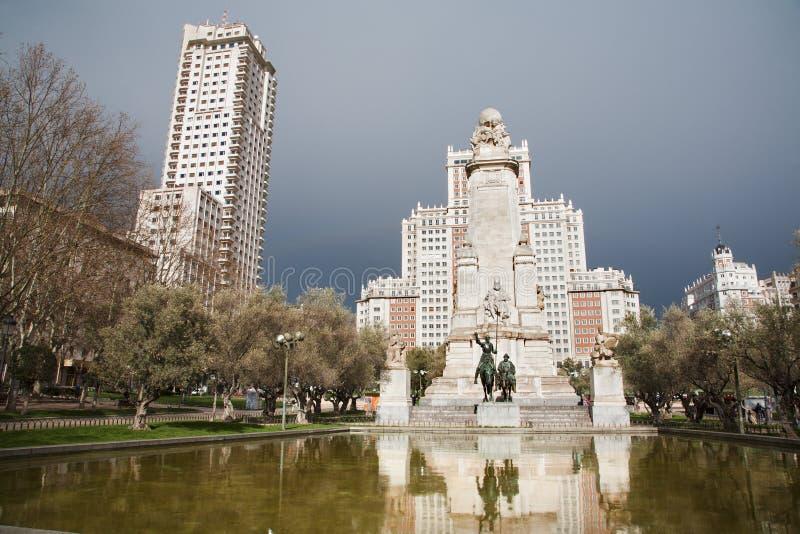 Памятник Мадрида - Cervantes от площади Espana стоковое изображение