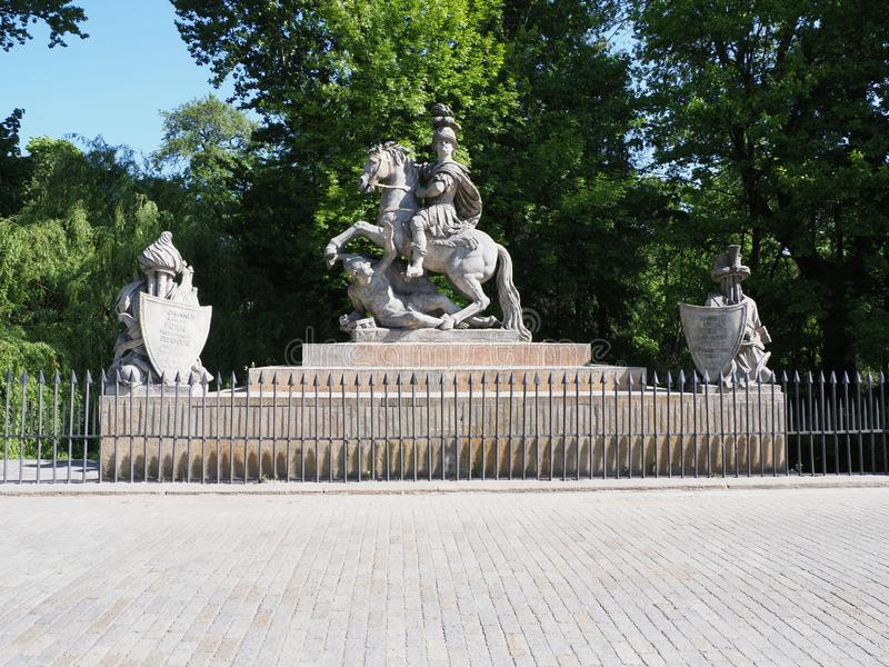 Памятник на ваннах Lazienki паркует в столице Варшавы европейской Польши в 2019 на мая стоковые фотографии rf