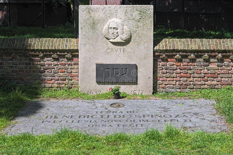 Памятник памяти Баруха де Спинозы в Гааге, Нидерланды стоковые фото