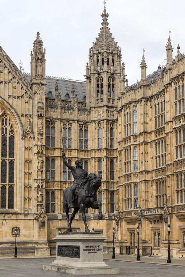 Памятник перед парламентом Великобритании, Лондон Ричарда i, Англия стоковое изображение rf