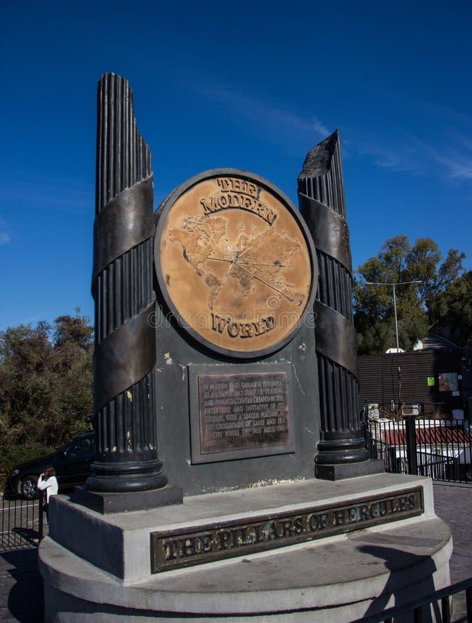 Памятник показывая конец мира на утесе Гибралтара стоковое фото