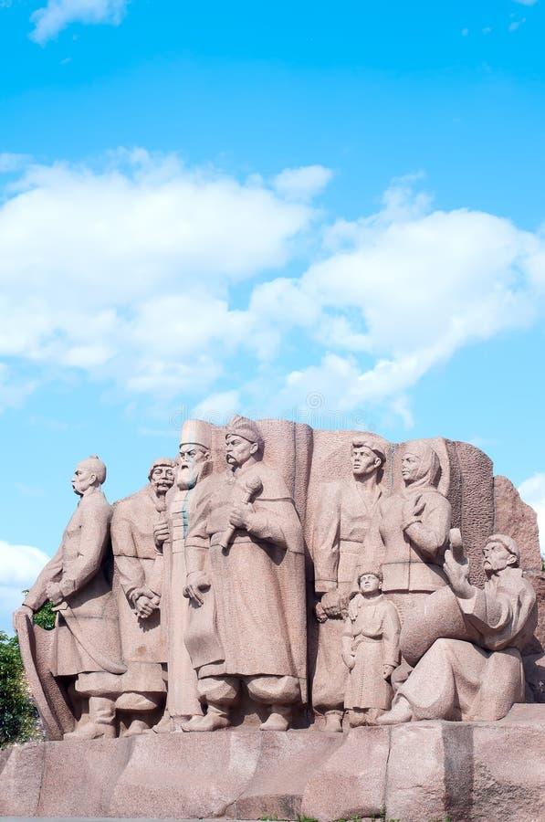 Памятник показывая работников символизируя приятельство между русскими и украинскими людьми раскрытыми в 1982 стоковые изображения rf