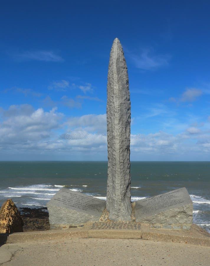Памятник ренджера Второй Мировой Войны на Pointe du Hoc в Нормандии, Франции стоковые изображения
