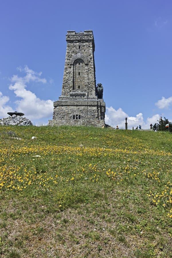 Памятник свободе Shipka и балканским горам, Болгарии стоковая фотография