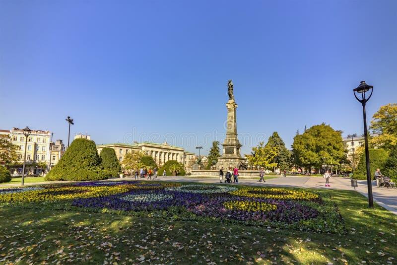 Памятник свободы в центральном саде в уловке города, Болгарии стоковое фото rf