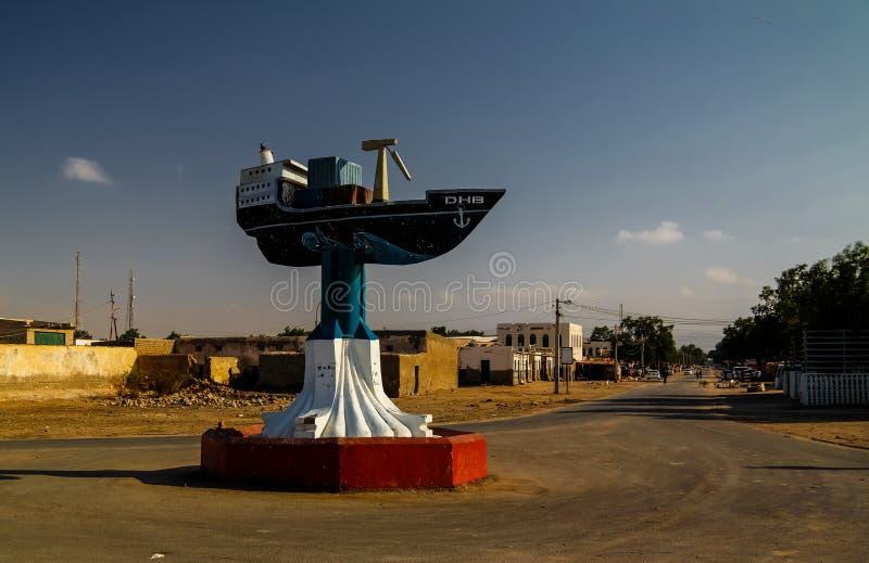 Памятник шлюпки в центре Berbera- 09 01 2016 Berbera, Сомали стоковое фото rf