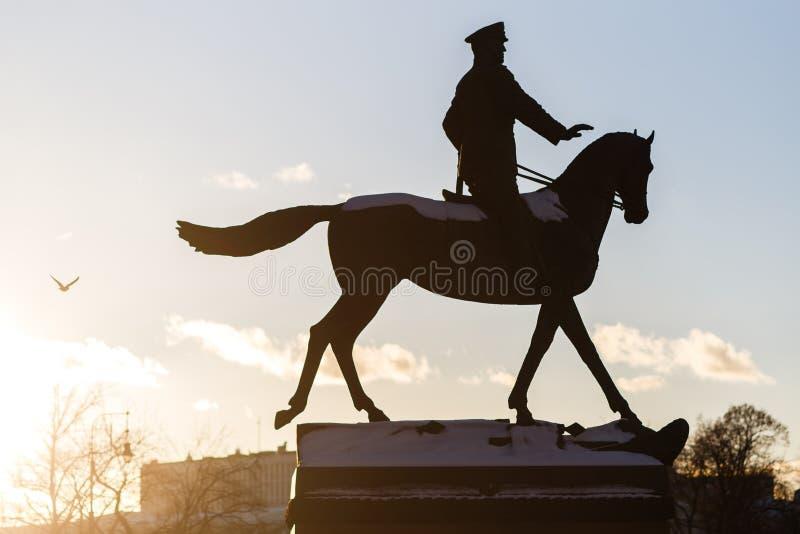 Памятник людей на лошади стоковое изображение