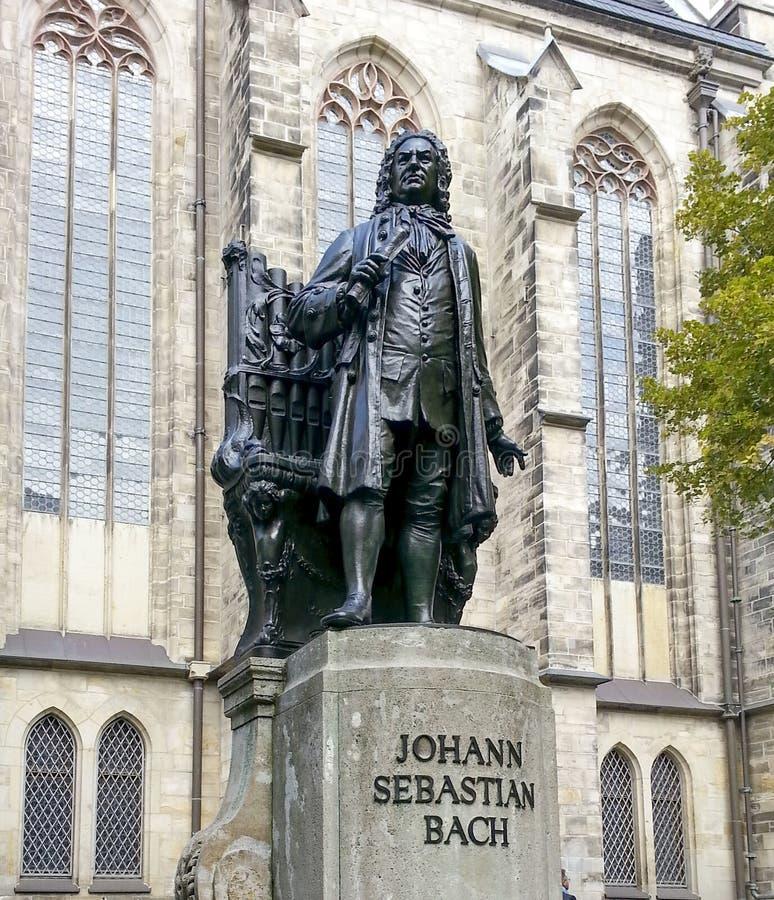 Памятник Bach стоит с 1908 перед St. Thomas Kirche стоковое изображение rf