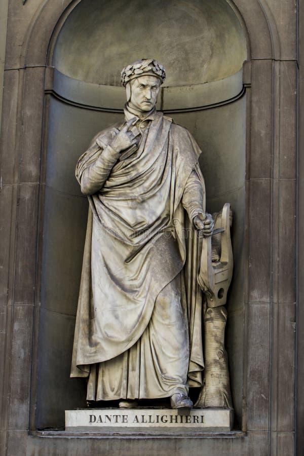 Памятник Dante Allighieri в Флоренсе стоковая фотография rf