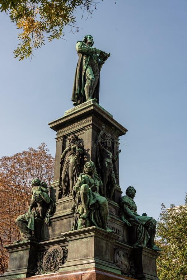 Памятник Friedrich Schiller в Вене стоковая фотография rf