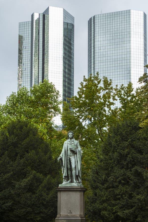 Памятник Friedrich Schiller в парке в центре Франкфурта-на-Майне Германия стоковая фотография