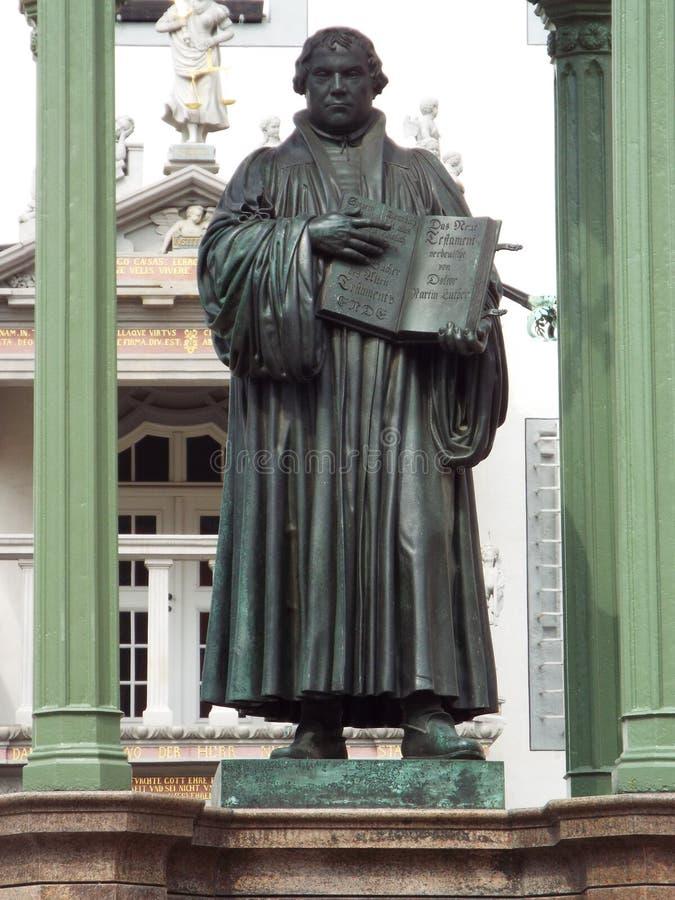 Памятник Luther на рынке перед ратушей, Wittenberg, Германия 04 12 2016 стоковое фото