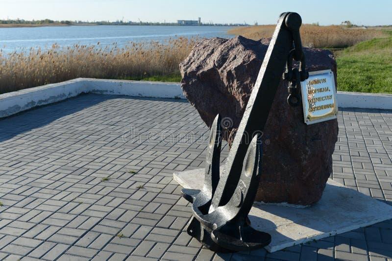 Памятное каменное ` в памяти о матросах, отечество служило ` на обваловке в Volgodonsk стоковое фото
