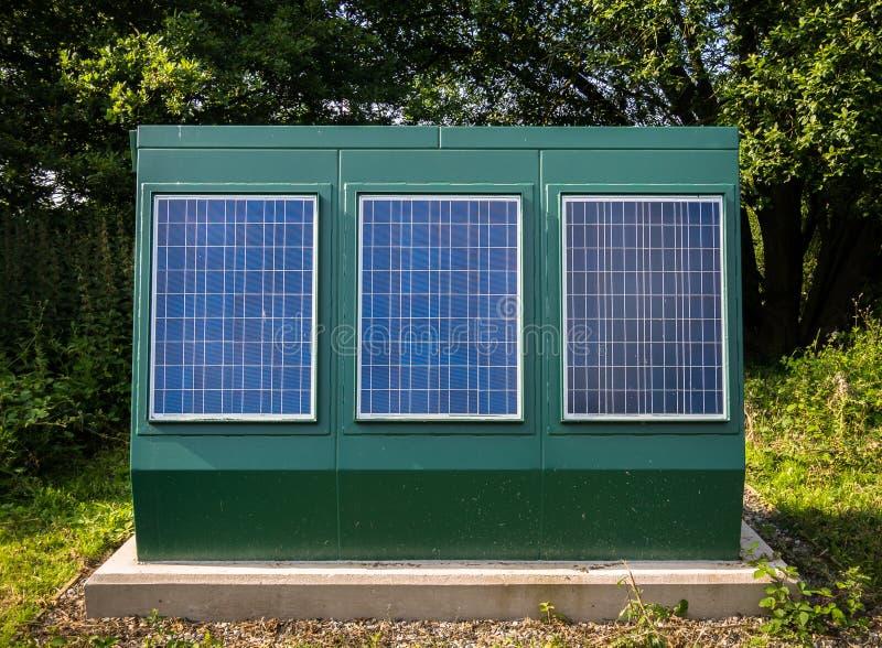 Панели солнечных батарей - возобновляющая энергия стоковые фотографии rf