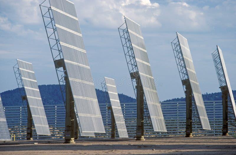 Панели солнечных батарей ARCO фотовольтайческие в Hesperia, CA стоковое изображение