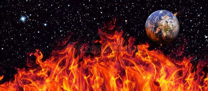 Панорама апокалипсиса, земля разрушенная путем взрывать солнце Конец времени r r стоковое фото