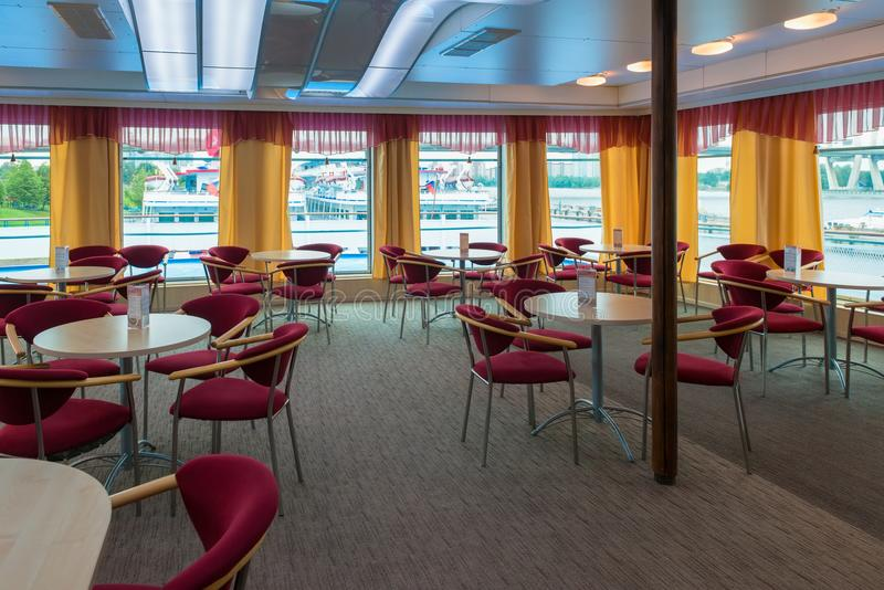 Панорама бар-ресторана на борту туристического судна стоковые фотографии rf