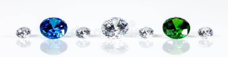 Панорама, безупречные гениальные отрезанные драгоценности, диаманты, сапфир и изумруд стоковые изображения rf