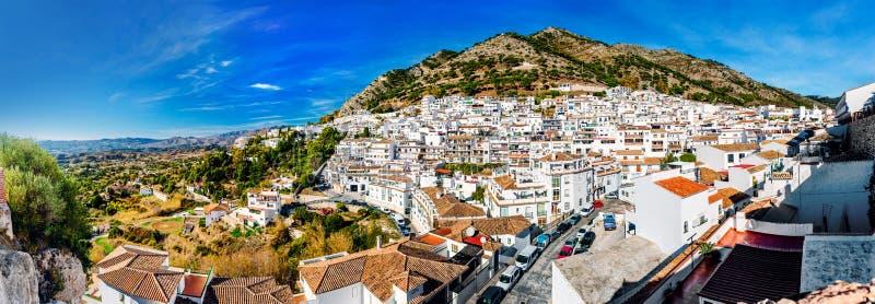 Панорама белой деревни Mijas стоковые фото